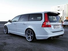 Great looking V70 on Rohana wheels.