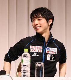 <NHK杯公式練習>公式会見にのぞむ羽生結弦 Photo By スポニチ