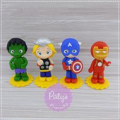 Apliques para lembrancinha Vingadores (unitário) no Elo7 | Paty's Biscuit (A81B27) Fondant People, Super Man, Superhero Party, Smurfs, Iron Man, Avengers, Polymer Clay, Fancy, Cold