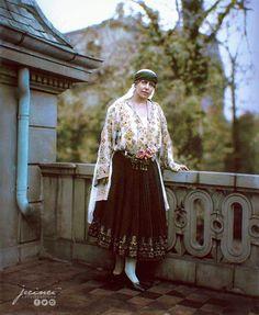 Regina Maria Peles Castle, Noblesse, Queen Mary, Vintage Photographs, Romania, Fairy Tales, Russia, Royalty, Feminine