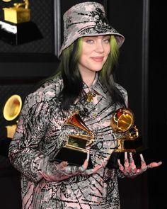 Billie Eilish Merch, Grammy Outfits, Stylish Hoodies, Famous Girls, Stevie Nicks, Lady And Gentlemen, Theme Song, Celebs, Celebrities