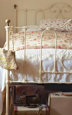 Wrought Iron Beds, Shabby Cottage, Everyday Objects, Beautiful Bedrooms, Toddler Bed, Headboards, Archive, Furniture, Home Decor