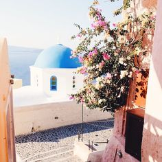 I would give anything to wake up to a cappuccino freddo and this view right now.  My postcards from Santorini are on astudyinchic.com today if you also need something to get through the longest week ever.      #astudyinchic #flashesofdelight #flashesofsummer #thatsdarling #lcdotcomloves #stlbloggers #pursuepretty #photosinbetween #midwestbloggers #bloggerstyle #flowers #theeverygirl #trendsspotter #pursuepretty #summer #dametraveler #traveleringreece #wearetravelgirls #beautifuldestinations…
