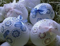 vyšívaná krajka - pastelová (růžová) / Zboží prodejce kohlrabi | Fler.cz Egg Crafts, Easter Crafts, Easter Bunny, Easter Eggs, Plastic Eggs, Egg Designs, Egg Art, Egg Decorating, Vintage Holiday