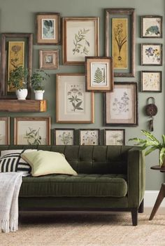 Love the over-lapping frames concept! Home Decor Inspiration, Room Decor, Home And Living, Decor, House Interior, Home, Interior, Family Room, Home Decor