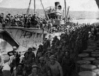 New Zealand, Australian and British troops disembark at Suda Bay in Crete after their evacuation from mainland Greece, April Battle Of Crete, Greek Soldier, History Online, All In The Family, Prisoners Of War, Lest We Forget, Troops, Soldiers, Old Pictures