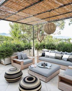 Nice 46 Gorgeous Patio Garden Furniture Ideas. More at https://trendecorist.com/2018/05/09/46-gorgeous-patio-garden-furniture-ideas/