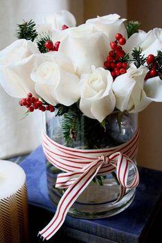 O Primavera Garden selecionou ideias de arranjos florais com motivos natalinos para inspirar você na decoração da casa. Encomende o seu arranjo em uma de nossas lojas!