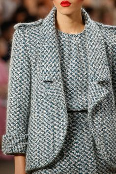 Chanel Fall 2015 Couture Fashion Show Details: See detail photos for Chanel Fall 2015 Couture collection. Look 38 Fashion Week, Fashion 2020, Fashion Show, Womens Fashion, Fashion Design, Fashion Models, Fashion Trends, Paar Style, Business Outfit Frau