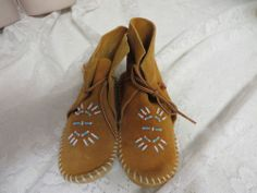 TAOS MOCCASINS CHILDREN Size 11 Beaded 12448 Unisex