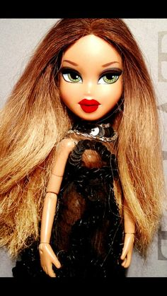 Bratz Girls, Bratz Doll, Iphone Wallpapers, Passion For Fashion, Barbie Dolls, Pretty Girls, Red And Blue, Real Life, Makeup