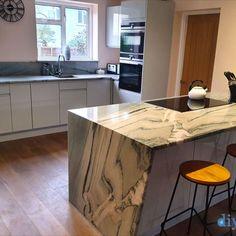 An Innova Luca Gloss Dove Grey Handleless Kitchen
