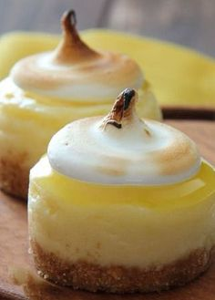 Mini Lemon Meringue Cheesecakes~ mini lemon cheesecakes topped off with fresh lemon curd and meringue. A perfect bite sized Spring dessert! Lemon Desserts, Lemon Recipes, Mini Desserts, Just Desserts, Sweet Recipes, Dessert Recipes, Party Desserts, Yellow Desserts, Individual Desserts
