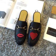 【only_you316】さんのInstagramをピンしています。 《LINE ID:  aimee.319 DMよりラインの方が早いです。 2つ以上の購入は追加割引可能。 基本付き品:1。財布 : 専用箱、専用袋、Gカード、該当ブランドのショッパー 2。バッグ : 専用袋、Gカード、該当ブランドのショッパー #chanel#シャネル#パロディ#ルブタン#dior#ルイヴィトン#夏#雨#ラブ#グッチ#サンダル#靴#スニーカー#コピー品#バーキン#エルメス#サンローラン#セリーヌ#ラゲージ#クロムハーツ#バレンシアガ#東京#j12#大阪#カルティエ#ロレックス#時計#旅行#海#フェンディgucci》