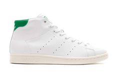 Now THAT is how you do it. A touch of Lacoste green to a perfectly white shoe, at the back ankle... With a mid-top shoe. So classy.
