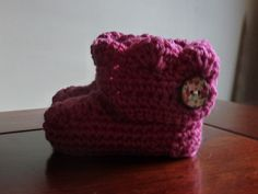 This pattern looks good and easy to follow, going to try this!Free crochet bootie pattern, for girls or boys.