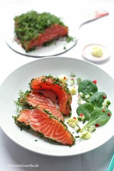 Gin-seared salmon wrapped in herbs with wasabi mayonnais .- In Gin gebeizter Lachs im Kräutermantel mit Wasabi-Mayonnaise – GourmetGuerilla Herb-coated salmon in gin - Shellfish Recipes, Shrimp Recipes, Salmon Recipes, Meat Recipes, Healthy Recipes, Mayonnaise, Salmon Wrap, Rice Recipes For Dinner, Seafood Appetizers