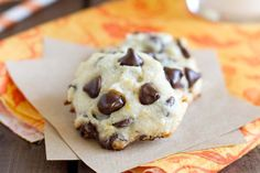 Soft chocolate chips cookies with a hint of orange make these Orange-Chocolate Chip Cookies a favorite cookie! Cocoa Cookies, Soft Chocolate Chip Cookies, Chocolate Toffee, Chocolate Orange, Chocolate Chips, Cookies Soft, Italian Christmas Cookies, Holiday Cookies, List Of Desserts