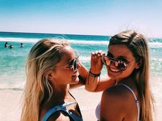 How to Take Good Beach Photos Cute Beach Pictures, Vacation Pictures, Best Friend Pictures, Bff Pictures, Friend Pics, Les Beatles, Best Friend Goals, Summer Pictures, Picture Poses