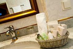 Badezimmer im Businesshotel Parkhotel Graz Sink, Pure Products, Home Decor, Graz, Bathroom, Homemade Home Decor, Vessel Sink, Sink Tops, Sinks