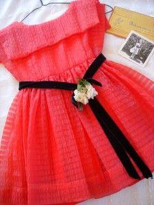 Adorable 1960 little girl's dress.