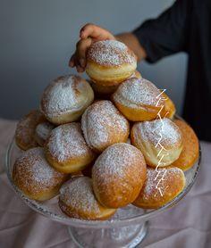 Krofne- Munkar från Balkan - ZEINAS KITCHEN Nutella, Donuts, Grandma Cookies, Zeina, Churros, Baking Recipes, Sweet Tooth, Food Photography, Bakery