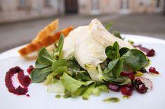 Listový #salát s granátovým jablkem a mozzarellou \ \ \ \ #salad \ \ www.morgal.cz