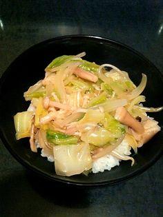 お肉がなくてもお野菜でボリュームたっぷり!ヘルシーです(^_^) - 4件のもぐもぐ - キャベツときのこの中華丼 by Pinky0903