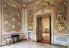 """Интерьер павильона """"Катальная горка"""" вОраниенбауме, архитектор Антонио Ринальди, 1774."""