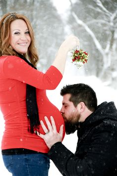Maternity photo shoot outside winter snow falling Ashley klemm photography