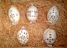 Hand crafted madeira eggs that compliment any wedding motif.  Pearlescent, Emulating fine lace, this beautiful egg makes any centerpiece or parting gift a treasure to keepsake.