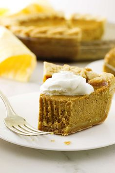This copycat Costco pumpkin pie recipe has an incredibly silky-smooth and creamy texture. It is a perfect re-creation of Costco's legendary pumpkin pie. I believe pumpkin pie must be the most popular pie for Thanksgiving. Pumpkin Pie Cheesecake, Cheesecake Recipes, Dessert Recipes, Pumkin Pie, Delicious Desserts, Pumpkin Recipes, Fall Recipes, Drink Recipes, Deserts