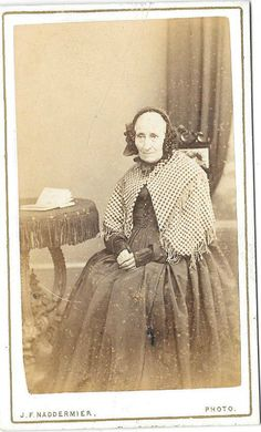 VICTORIAN LADY WITH SHAWL ORIGINAL VINTAGE OLD CDV PHOTO Walsall RK