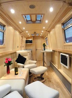 Fully fitted narrowboat by Aintree Boats Barge Interior, Yacht Interior, Canal Boat Interior, Canal Barge, Narrowboat Interiors, Houseboat Living, Houseboat Decor, Build Your Own Boat, Floating House