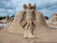 sand sculpture by the artist Guy-Olivier Deveau  superb
