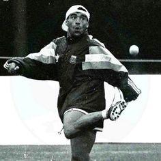 Maradona pasame esa pelotita te hago un par de jueguitos Football Cards, Football Players, Diego Armando, Everton Fc, Messi, Kicks, Soccer, Superhero, Black And White