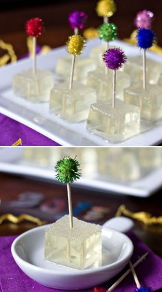 How to Make Champagne Jello Shots - Cooking - Handimania Cocktail Drinks, Fun Drinks, Yummy Drinks, Yummy Food, Beverages, Birthday Jello Shots, Champagne Jello Shots, Wine Jello Shots, Champagne Party