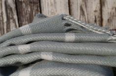 Luxusný károvaný prehoz – aqua | PODDEKOU Aqua, Blankets, Water, Blanket, Cover, Comforters