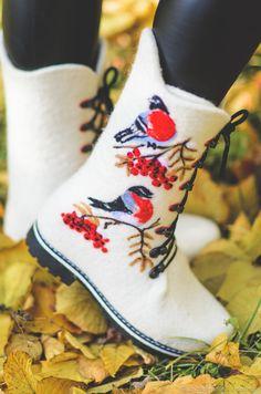 Felted boots | Купить Снегири на ветке рябины в интернет магазине на Ярмарке Мастеров