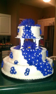 wedding cake, the flowers look blue in the picture, but they are actually purple