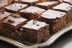 Lebkuchen & Brownies Lebkuchen & Brownies The post Lebkuchen & Brownies & Backen appeared first on Yorgo. Chewy Brownies, Homemade Brownies, Chocolate Brownies, Chocolate Flavors, Chocolate Recipes, Brownie Desserts, Brownie Bar, Brownie Recipes, Cream Cheese Brownies