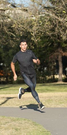 Pin by elijah patrick on styles lycra men, mens tights, sport outfits. New Outfits, Sport Outfits, Moda Academia, Sport Fashion, Mens Fashion, Lycra Men, Mens Tights, Gym Style, Moda Fitness