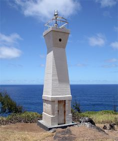 A look at the Kukuihaele Lighthouse in Hawaii at work.  Location: Hawaii Date Built: 1911 Lodging: No Height(Approximate): 154 Feet (47 meters) Active: Yes Open For Tours: No
