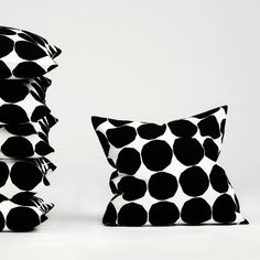 Playful but classic - Pienet Kivet cushion case by Marimekko