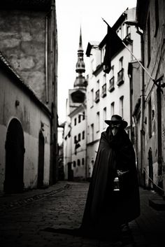 Plague Doctor 5 by atashi-tada on DeviantArt Bettie Page, Arte Horror, Horror Art, Plauge Doctor, Scp 049, Gothic Aesthetic, Black Death, Dark Photography, Dnd Characters
