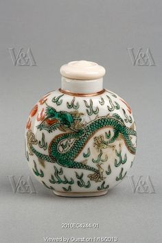 Chinese snuff bottle. China, Qing dynasty, 19th-20th century
