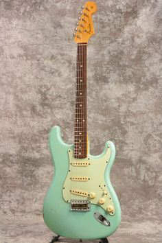 Used Fender Custom 1960 Stratocaster RELIC Daphne Blue 2005 Electric Guitar Music Guitar, Cool Guitar, Guitar Amp, Acoustic Guitar, Guitar Chords, Fender Stratocaster, Fender Guitars, Bass Guitars, Fender American Vintage