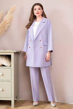 Размерный ряд: 50-56  Рост: 164 см  Состав ткани: ЖАКЕТ, БРЮКИ: полиэстер -71%, вискоза -23%, спандекс -6% БЛУЗА: полиэстер - 82%, вискоза - 18%  Тип ткани: ЖАКЕТ, БРЮКИ: костюмно-плательная БЛУЗКА: блузочная Suits For Women, Ladies Suits, Maria Jose, Office Attire, Tunic, Blazer, Lady, Coat, Pants