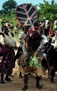 Africa | Boy's initiation ceremony. Chokwe people, Zambia | ©Manuel Jordán