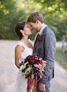 34 Stunning Fall Wedding Photos To Copy - We love this brides mix of deep maroon and purple bridal bouquet